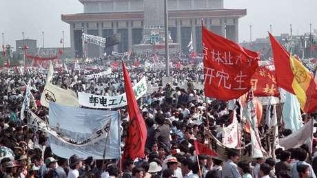 O Partido Comunista se dividiu em relação a como deveria responder às manifestações