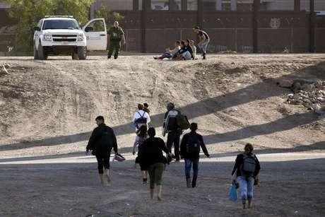 Migrantes na fronteira entre Ciudad Juárez (México) e El Paso (EUA)  31/05/2019 REUTERS/Jose Luis Gonzalez