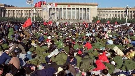 Estudantes fizeram greve de fome na Praça da Paz Celestial em maio de 1989
