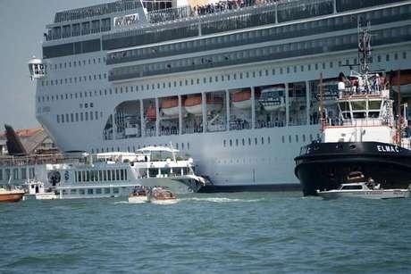 Navio de cruzeiro se chocou com barco em Veneza