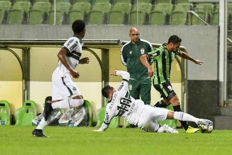 O Coelho não conseguiu se impor em casa diante do Coxa, que fez um jogo focado em sair pontuando de BH- (Divulgação/América-MG)