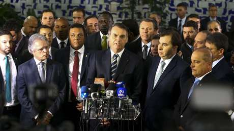 Jair Bolsonaro foi à Câmara dos Deputados para entregar ao presidente Rodrigo Maia o projeto de lei que altera o Código de Trânsito Brasileiro
