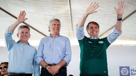 O presidente Jair Bolsonaro com os governadores Mauro Mendes (MT) e Ronaldo Caiado (GO) no lançamento do projeto 'Juntos pelo Araguaia'