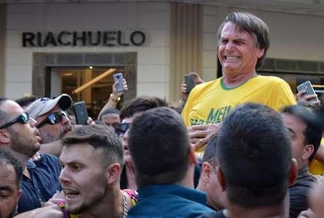 O então candidato à Presdiência Jair Bolsonaro é esfaqueado em Juiz de Fora em setembro do ano passado 06/09/2018 REUTERS/Raysa Campos Leite