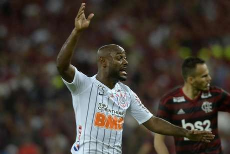 O jogador Vagner Love do Corinthians durante a partida entre Flamengo e Corinthians, válida pela Copa do Brasil 2019 no Estádio do Maracanã no Rio de Janeiro (RJ), nesta terça-feira (04).