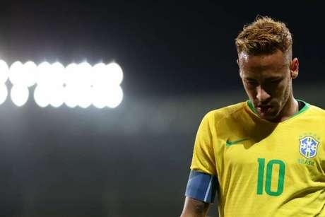 Neymar coleciona polêmicas em sua carreira (Foto: AFP)