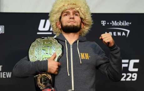Khabib Nurmagomedov vai encarar Dustin Poirier em duelo válido pelo UFC 242 (Foto: Getty Images/UFC)
