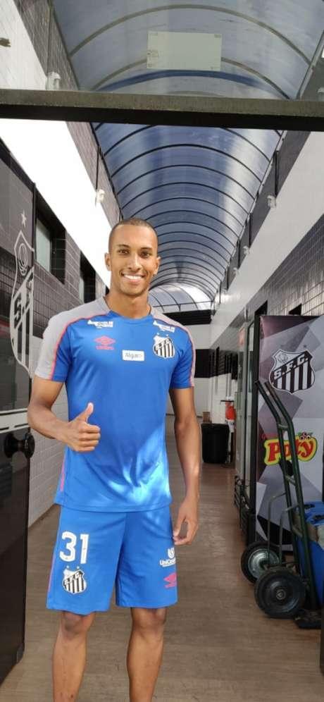 Lucas Braga assinou contrato com o Santos até junho de 2022 (Reprodução)