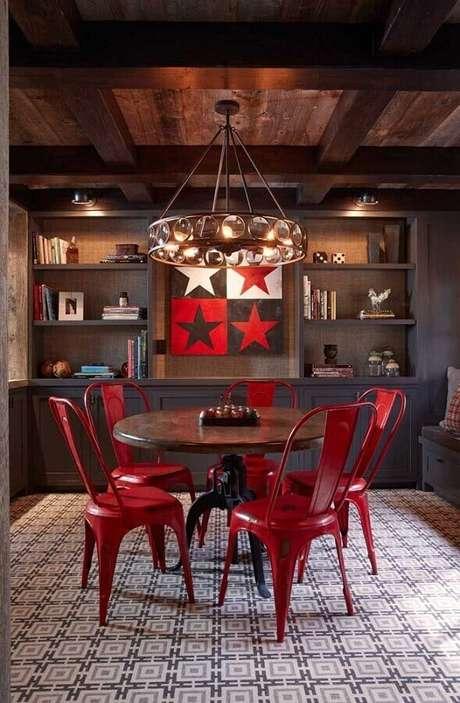 32. Decoração com estilo rústico para sala de jantar com detalhes em tons de vermelho – Foto: Air Freshener