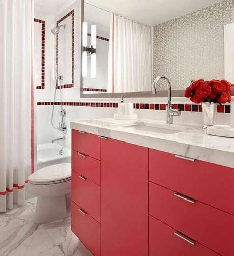 38. Os tons de vermelho não precisam ser usados apenas nos detalhes decorativos – Foto: DecorPad
