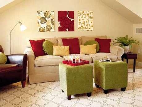 15. Utilize os tons de vermelho e verde para uma decoração balanceada – Foto: Lushome