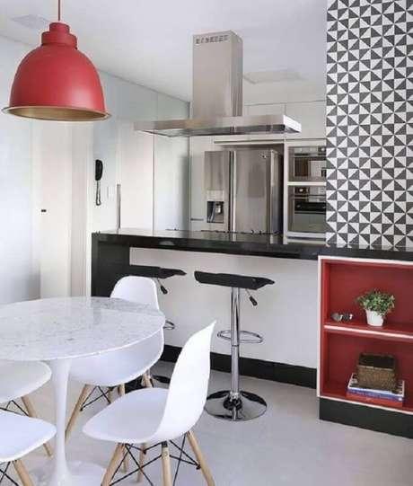 54. Há diversos tons de vermelho que podem te ajudar a compor a decoração dos ambientes – Foto: Pinosy