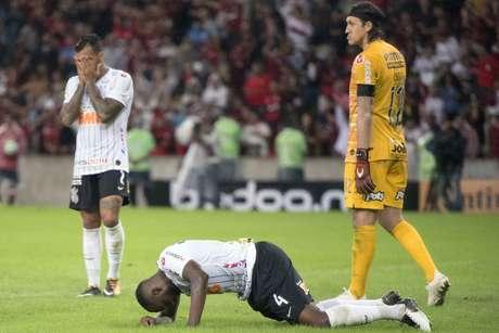 Corinthians perdeu duas vezes para o Flamengo nas oitavas da Copa do Brasil e acabou eliminado do torneio