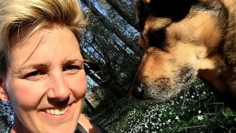 A pesquisadora Lina Roth, da Universidade Linkoping, estuda a relação entre cães e seus donos