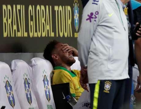 Neymar chora no banco de reservas após sair de campo no amistoso Brasil x Catar em Brasília 05/06/2019 REUTERS/Ueslei Marcelino