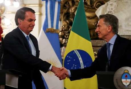 Presidentes Mauricio Macri, da Argentina, e Jair Bolsonaro se cumprimentam em Buenos Aires 06/06/2019 REUTERS/Agustin Marcarian