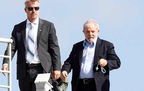 Ex-presidente Luiz Inácio Lula da Silva chega à sede da Polícia Federal em Curitiba 02/03/2019 REUTERS/Rodolfo Buhrer