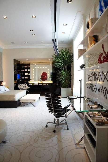 55. Decoração de quarto de luxo com detalhes modernos para alegrar o ambiente – Foto: Oscar Mikail