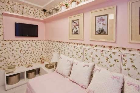 12. Decoração de quarto de luxo feminino com papel de parede floral. Foto: Conceição Barbosa
