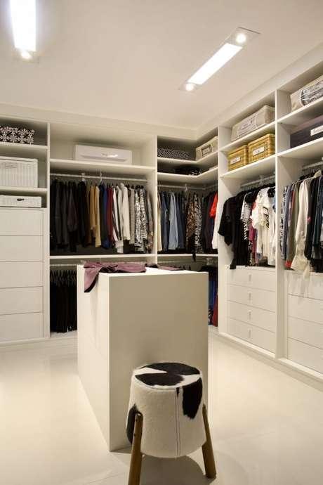 15. Closet para quarto de luxo – Foto: Fernanda Azevedo Mancini