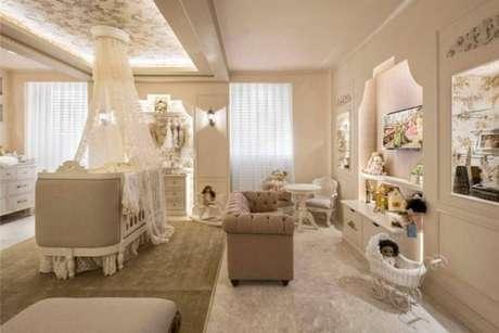51. Decoração de quarto de luxo parra bebê com brinquedos e muito conforto – Foto: Casa Cor