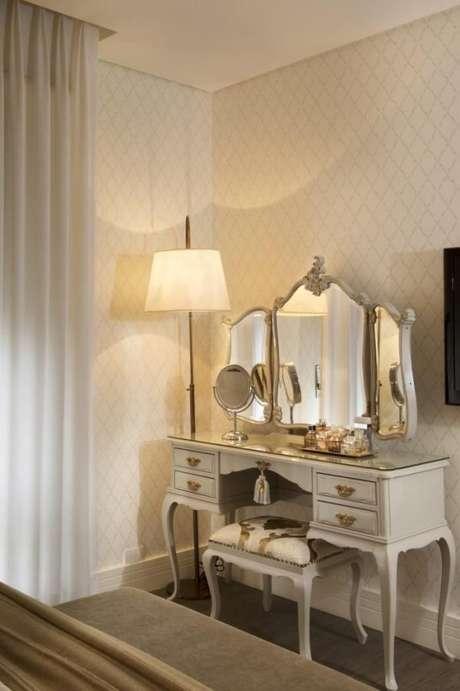 50. Móveis de madeira para o quarto de luxo combinam perfeitamente com o clima sofisticado da decoração – Foto: Mauricio Karam