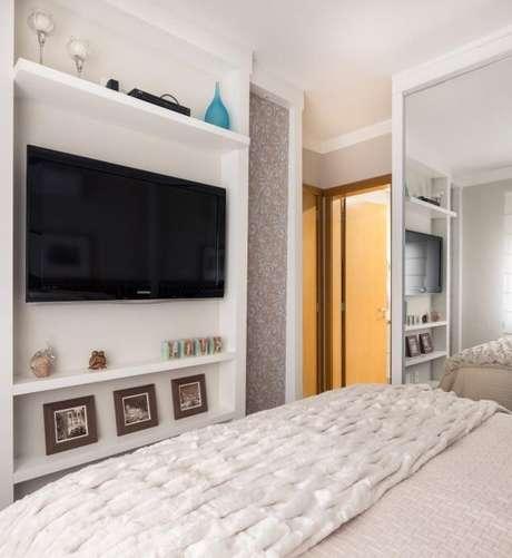 26. Televisão no quarto de luxo – Foto: Braccini Lima