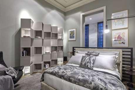 28. Decoração de quarto de luxo com nichos – Foto: casacormg