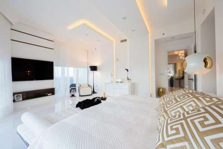 81. – Quarto de luxo com decoração moderna e diferenciada – Foto: Infinity Spaces