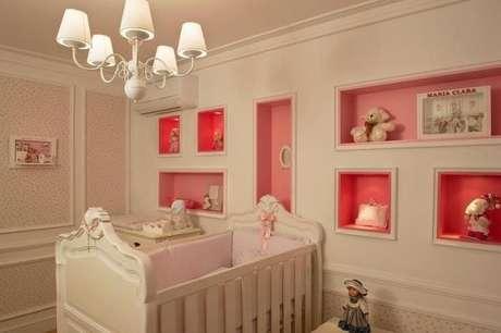 46. Quarto de bebê feminino de luxo com decoração em tons de rosa – Foto: Revista VD