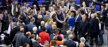 Parlamentares alemães durante votação de pacote de leis sobre imigração