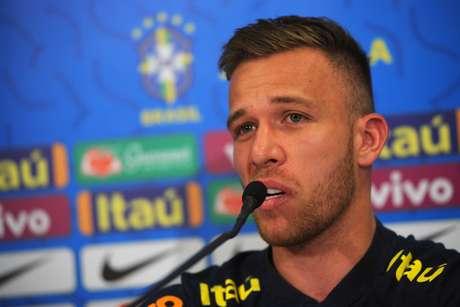 Volante Arthur, da Seleção Brasileira