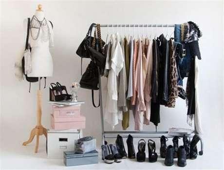 22. Caixas empilhadas também combinam com o seu closet aramado.