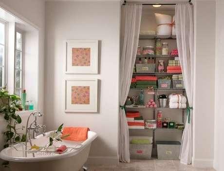5. O closet aramado também pode ser usado em outros ambientes da casa, como o banheiro.
