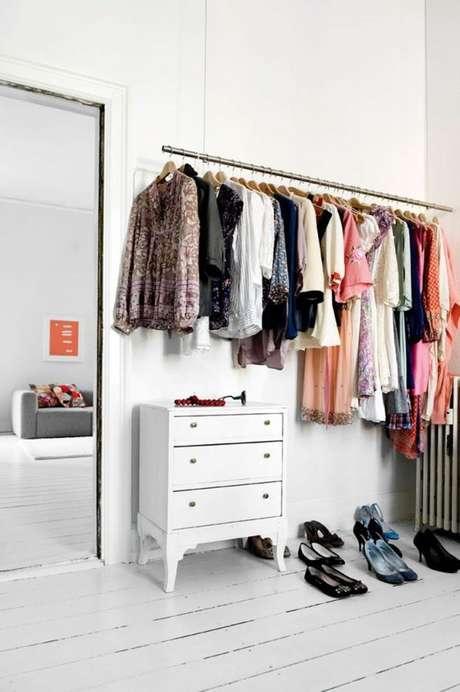 61. Exemplo de organização impecável do closet aramado.