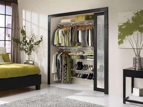 10. Mantenha o closet aramado organizado para ter um quarto sempre bonito e arejado.