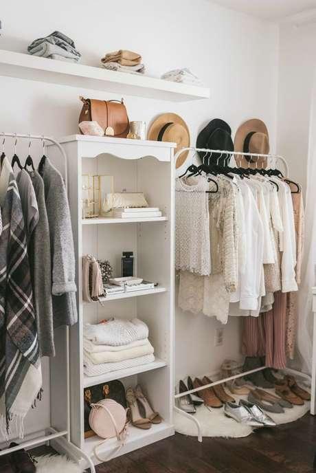 36. Coloque apenas o essencial no seu closet aramado.