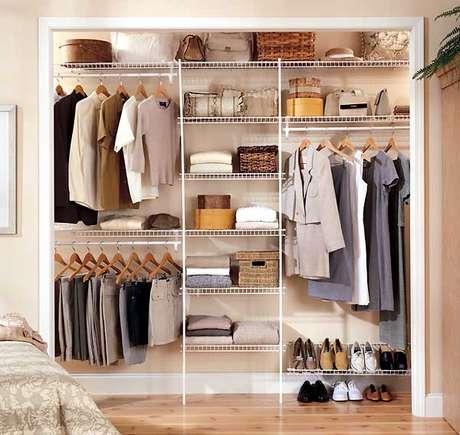 52. O closet aramado deve atender a todas suas necessidades.