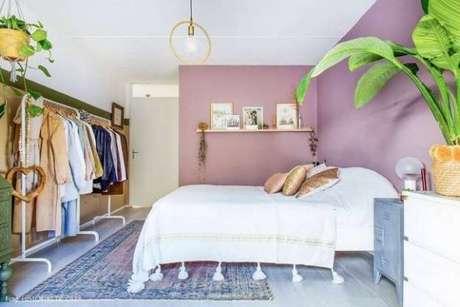 54. O closet aramado é funcional e prático para organizar sempre.