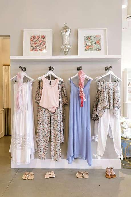 65. Mantenha o closet aramado organizado para ter o quarto sempre em perfeito estado.