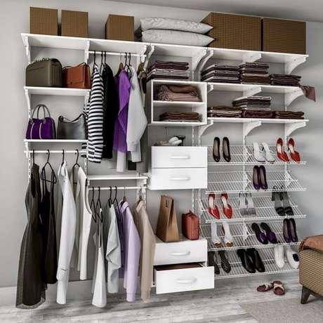 4. A prateleira para closet aramado pode ser usada para organizar os sapatos.