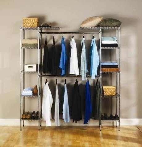 34. O closet aramado também combina com o estilo minimalista.