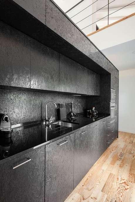 54. Cozinha na cor cinza chumbo – Foto: Revista VD