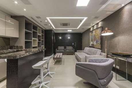 36. Ambientes conjugados ficam incríveis na cor cinza – Foto: Marli Assis