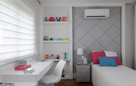 58. A cor cinza claro no quarto feminino e colorido está maravilhoso – Foto: Rocha Andrade