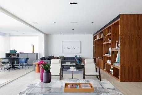 60. Já pensou ter um sofá cinza na decoração da sala? – Foto: Suite Arquitetos