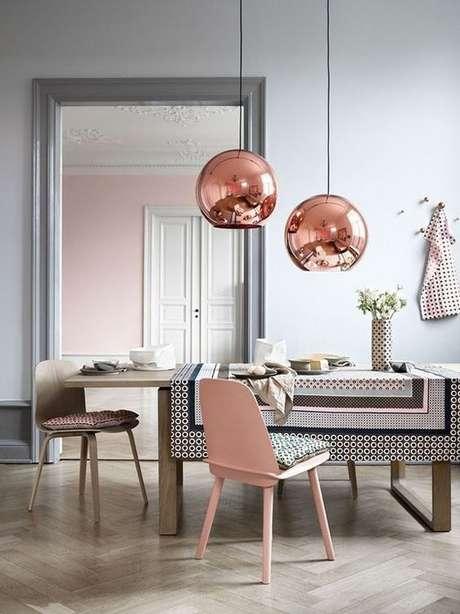 20. A cor cinza pode ser usada com estampas e cores diferentes para deixar a decoração mais personalizada. – Foto: Casa Vogue