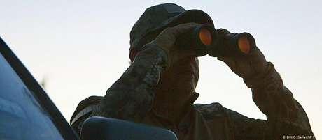 Grupo de vigilantes civis armados na fronteira não gosta de ser chamado de milícia