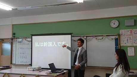 O começo da vida escolar de Rodrigo no Japão foi marcado por broncas dos professores e bullying dos colegas