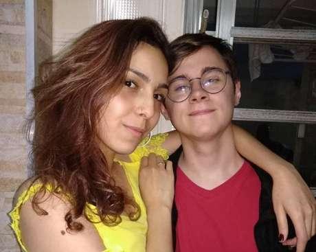 O ator Rafael Miguel e a namorada Isabela.